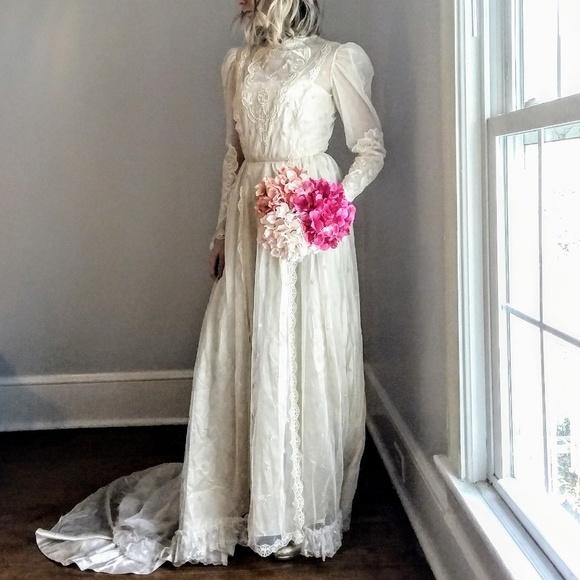 Vintage Wedding Dresses For Sale.Sale Gorgeous Ivory Lace Vintage Wedding Gown